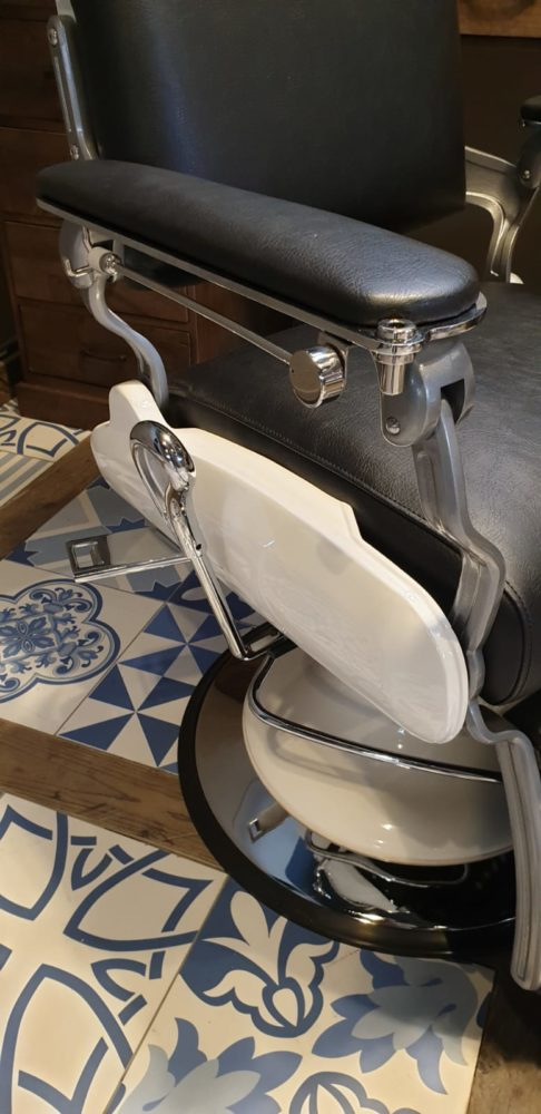 Barber Chair Majesty Schwarz & Weiß | barber chairs | Barbersconcept