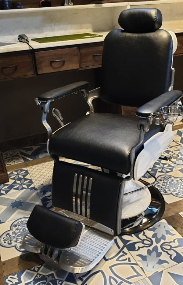 Barber Chair Majesty Schwarz & Weiß | Barbersconcept | Barber chairs