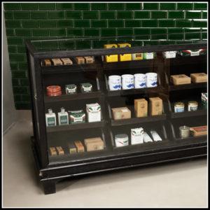 Friseur Display Zähler klassisch schwarz | Barbersconcept | Friseurmöbel