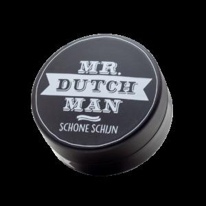 Mr. Dutchman Schone Shijn 100 ml Funktioniert genauso wie ein starker Espresso am Morgen für schlaffe Haare: Die Mr. Dutchman Schone Shijn Haarpomade ist eine saubere fettfreie und schnell auswaschbare Pomade. Sie verleiht auch den depressivsten Haaren einen mittlerer Halt und einen sonnigen stylishen Glanz. Sie funktioniert genau wie ein starker Espresso am Morgen, doch der Effekt hält wesentlich länger an: Nämlich bis zur nächsten Haarwäsche. Eigenschaften von Mr. Dutchman Schone Shijn Haarpomade Geeignet für feuchtes oder trockenes Haar Mittlerer Halt Lang-anhaltend: nämlich bis zur nächsten Wäsche leicht auswaschbar